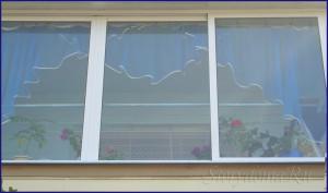 голубые шторы на балкон