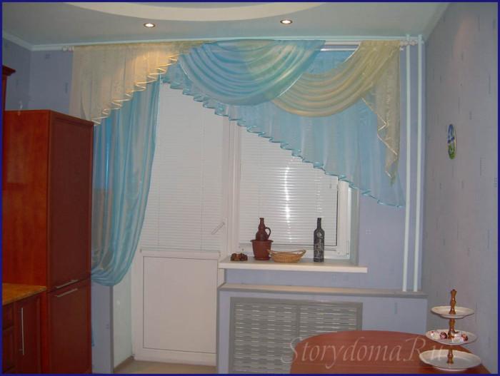 голубые шторы на кухню