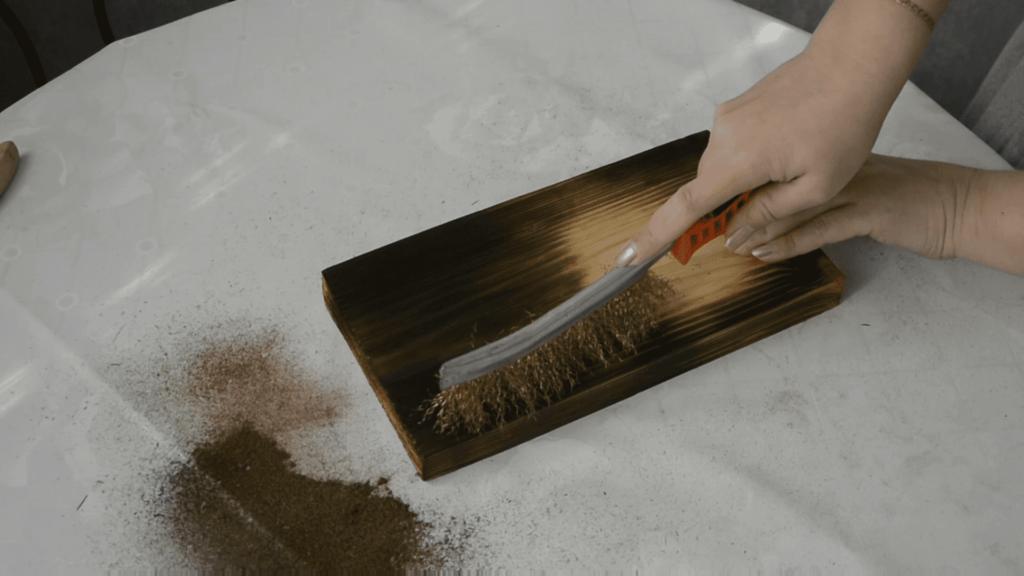 Декупаж ключницы с брашированием